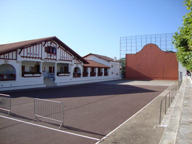 Bro-Euskadi: Tagoù a-enep an tiez-hañv e Guéthary