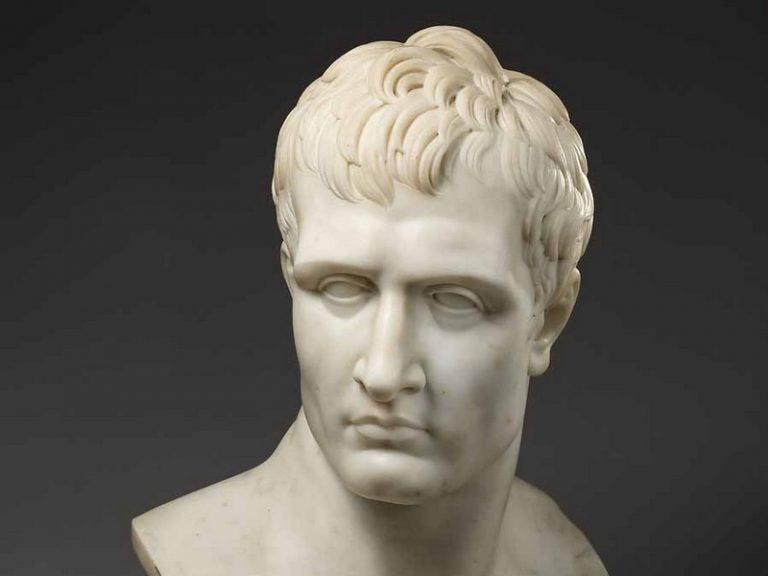 Que lire sur Napoléon, l'icône des suprémacistes blancs ?