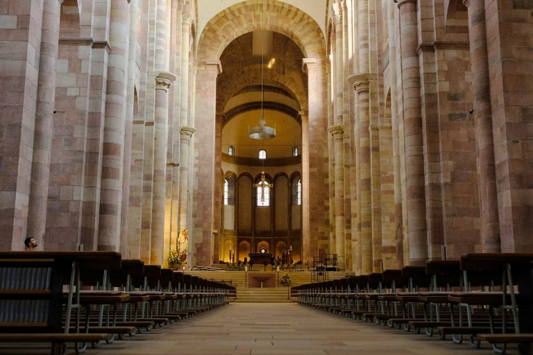 Allemagne. Plus de 100 prêtres catholiques défient le Vatican en célébrant des mariages homosexuels