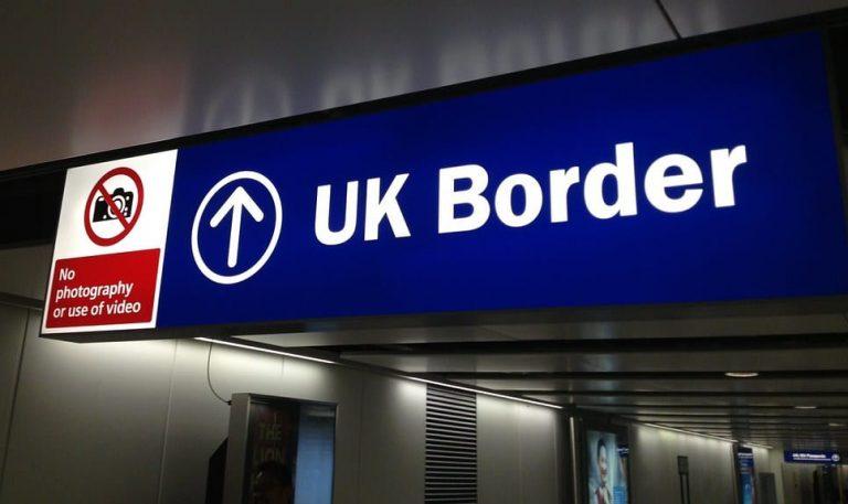 Royaume-Uni. Une frontière numérique d'ici 2025… qui n'évitera pas le Grand Remplacement ?