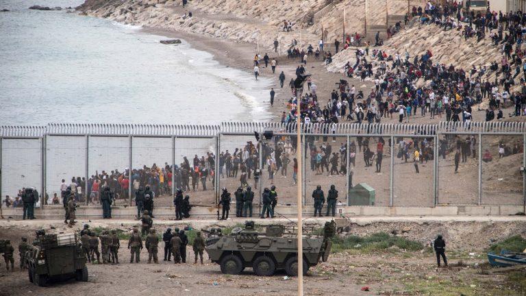 Espagne. Les arrivées de migrants se poursuivent à Melilla, des policiers blessés par des clandestins [Vidéo]