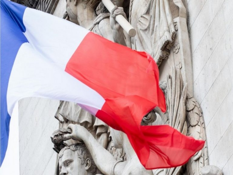 De Clovis à Macron : vie et fin d'une nation?