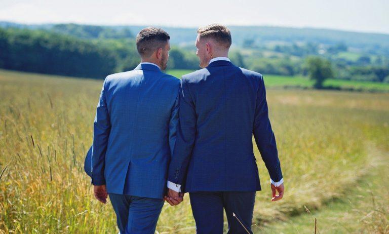 Loi bioéthique et changement de société. 53% des Français sondés favorables à la légalisation de la GPA pour les couples gays