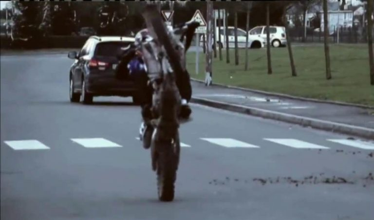 Face aux rodéos urbains, la mairie socialiste de Vaulx-en-Velin propose… une activité motocross aux « jeunes » [Vidéo]
