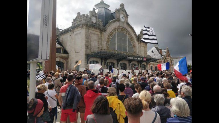 Pass sanitaire. Des centaines de milliers de manifestants dans toute la France et dans toute la Bretagne