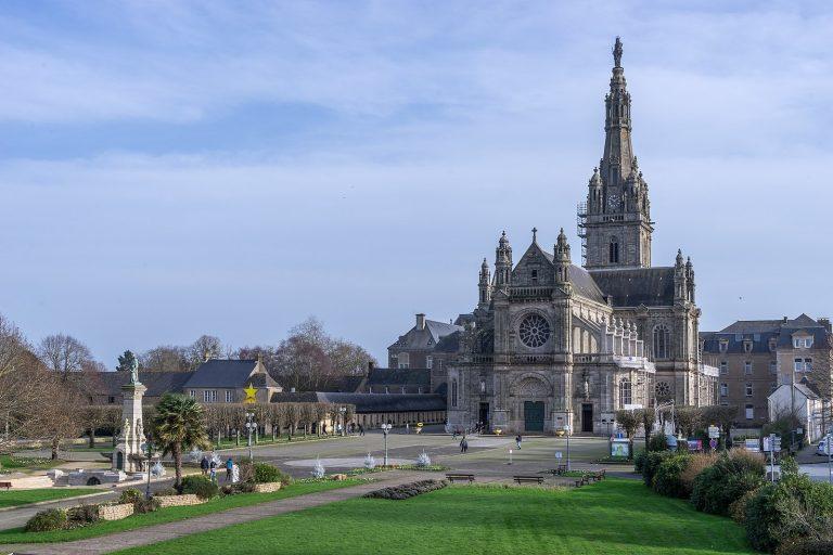 Christianophobie. A Sainte-Anne d'Auray, une statue de la vierge Marie jetée de son socle [Maj : un jeune de la commune s'est dénoncé]