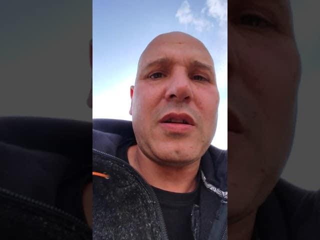 Tyrannie sanitaire. Le pompier Stéphane Sabatier (qui a cessé de s'alimenter) retranché puis délogé d'un toit dans les Yvelines
